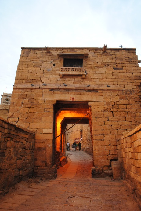 A pol or gateway leading into the fort. There are four such pols; Ganesh Pol, Akshay Pol, Suraj Pol and Hawa Pol