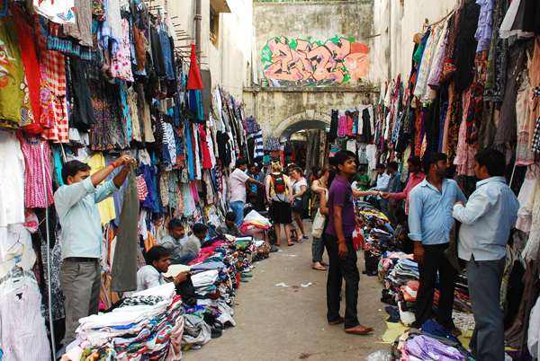 Zara clothes for not-so-Zara prices at Sarojini Nagar market. Image courtesy: mapsofindia