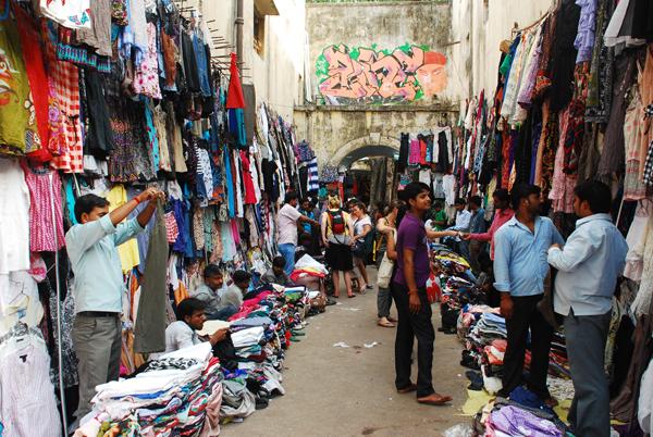 Zara clothes for not-so-Zara prices at Sarojini Nagar market. Image courtesy: mapsofindia
